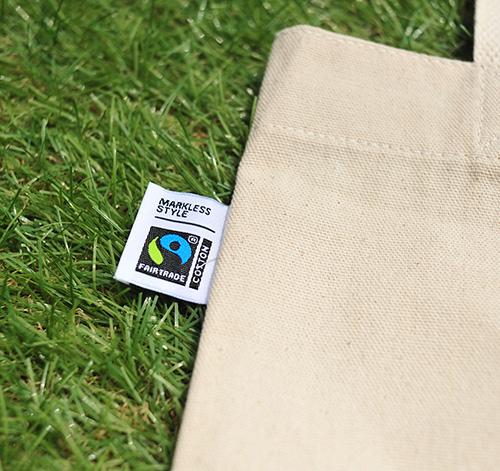 国際フェアトレード認証ラベルがバッグ外に付属