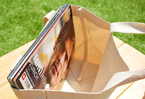 A4サイズの雑誌もピッタリ入る