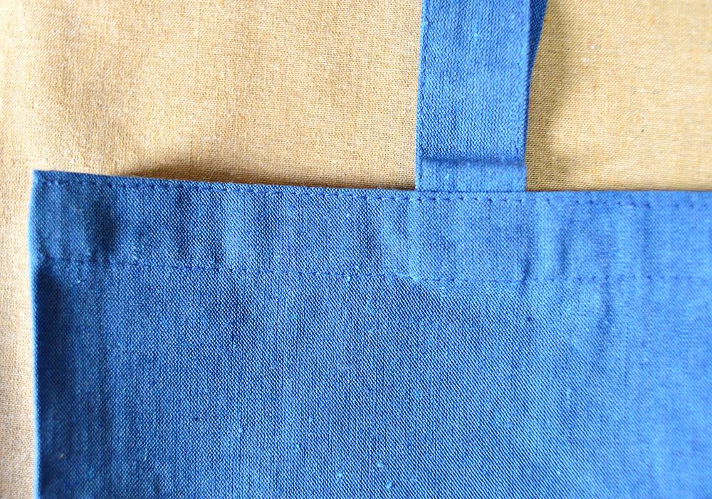 持ち手はバッグ内側に縫製されています