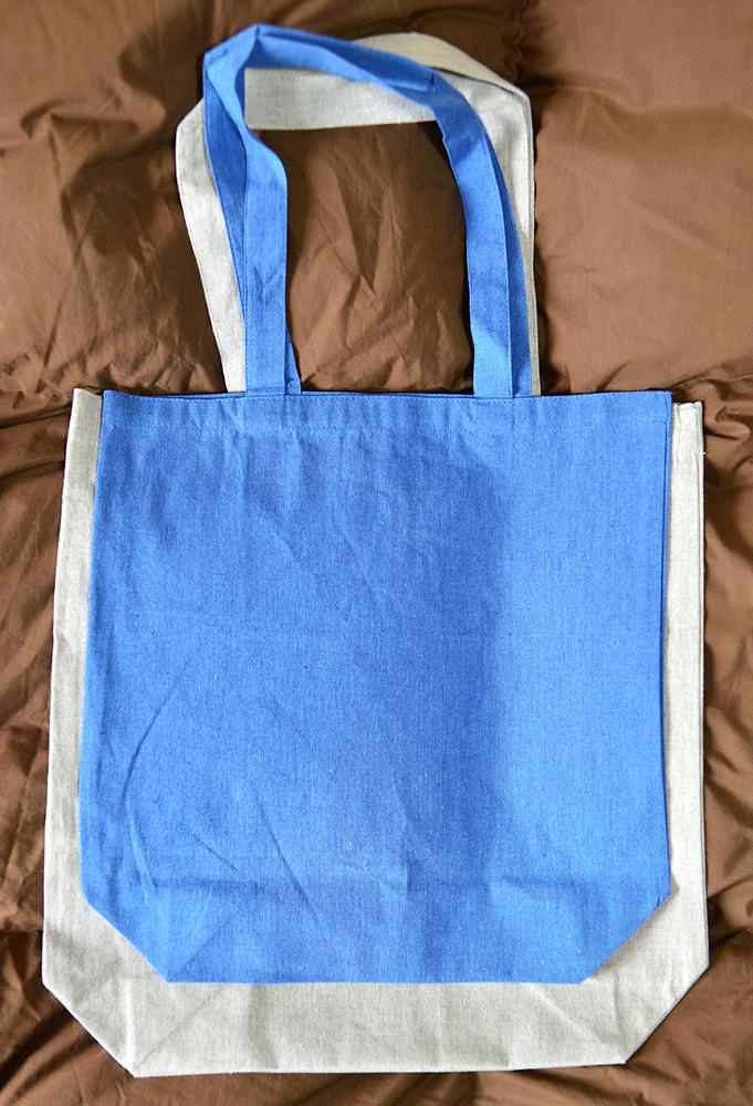 青色(M)サイズより一回り大きめの(L)サイズ(グレー)
