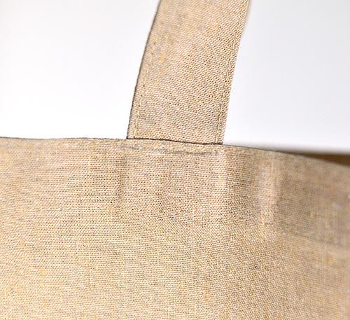 持ち手はバッグ内側に縫い込まれるタイプ