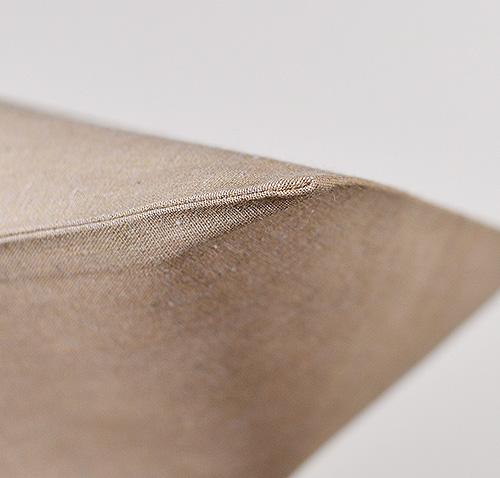 巾着の底面は縫い目はなく、生地を折って折返しています