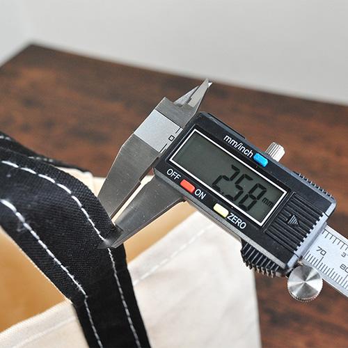 持ち手部分の厚みを測定