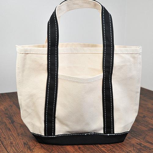 バッグの中身を入れなくても自立するほど丈夫なバッグです