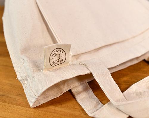 「organic cottonラベル」がトート上部に付きます
