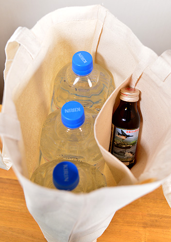 ボトルの広い幅の方10cm幅で並べても綺麗に収納できます