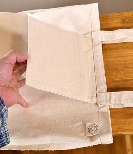 内ポケットのサイズは(約)横18.5cm深さ15cm