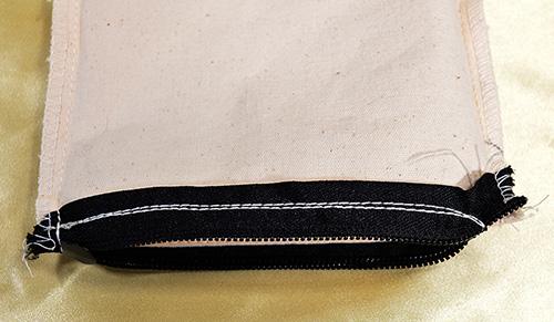 ファスナー部分を裏側で2重縫い