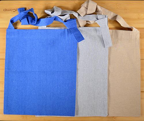 001 ブルー 011 グレー 028 ベージュの3色をラインアップ