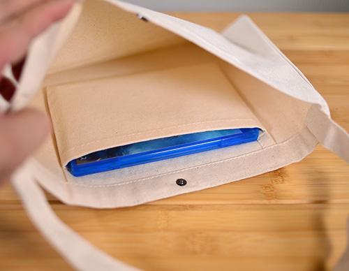 ポケットにディスクケースがすっぽり収まりました 縦方向にはちょっぴりだけはみ出ます