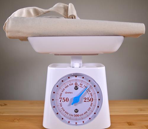 このサコッシュの重さも計ってみます サコッシュバッグ全体でちょうど120グラムでした
