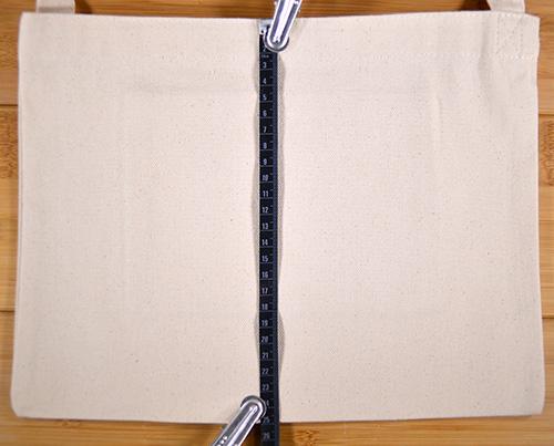 カタログ値のバッグ縦幅25cmのところ実測値でも25cmでした