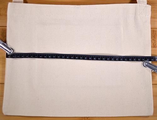 カタログ値のバッグ横幅32cmのところ実測値で32.5cmありました