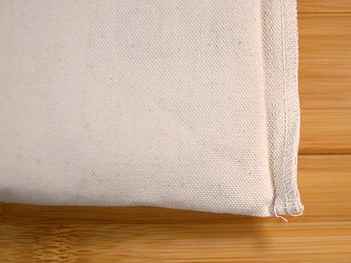 サコッシュ裏側の底面とサイド縫い付け部分