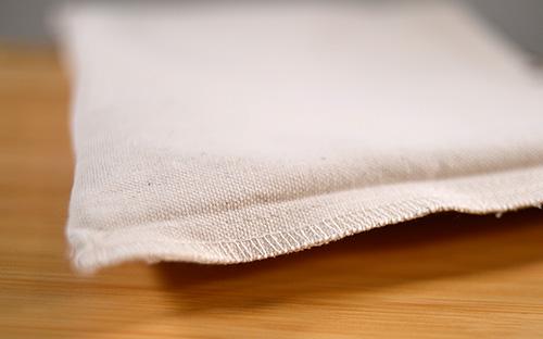 ロックミシンで縫い合わせ縫製