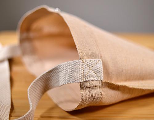 ショルダー紐はクロス縫いでしっかり取り付け