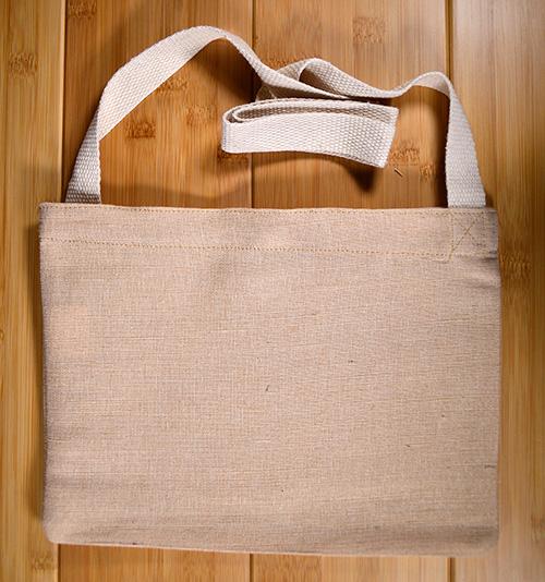 バッグ全体としてはしなやかな作りになっています