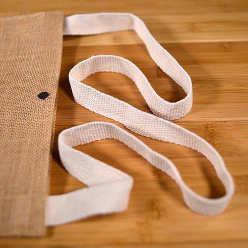 ショルダー紐は110cmの長さと2.5センチの太さがあります。