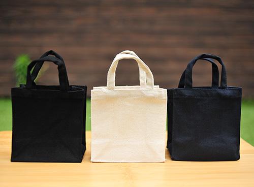カラーは左から、ナイトブラック、ナチュラル、ミッドナイトブルーの3色です