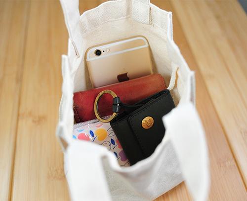 バッグにおむつセット、携帯、財布、鍵、ティッシを入れてもまだまだゆとりがありますュや
