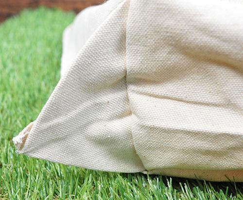 角の裏地の縫製です 角はよく糸が何本か出ていることが多いですが、こちらのバッグは全くありません