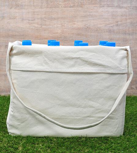 2Lペットボトル8本分入れた時にバッグを横から見た図です