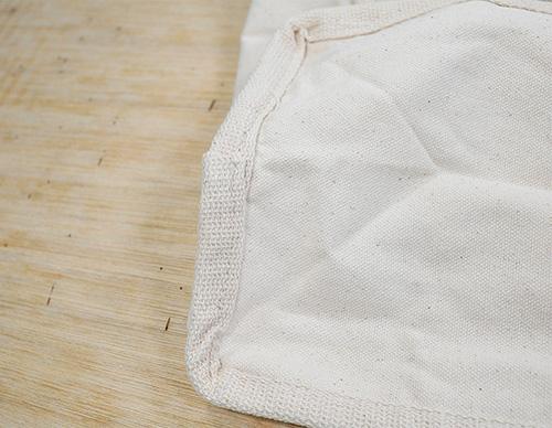 角の縫製が見えないよう重ね縫いされています