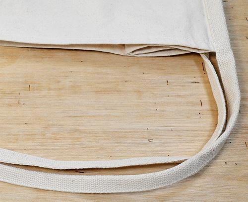 手持ち部分は本体部分と素材の違う綿で縫い目も見えにくくつくられています