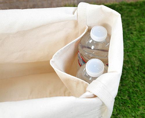 両サイドのポケットです それぞれ500mlペットボトルが2本ずつ入る大きめポケットです