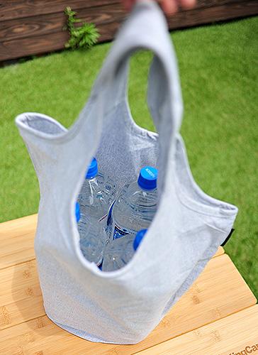 ペットボトル4本入れても安定感があり持ち運びしやすい形状