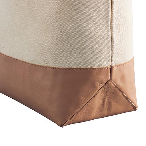 厚手キャンバスレザーボトムトートはバッグのボトム部分が牛本皮
